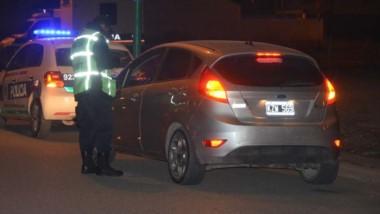 Control. En las avenidas Murga y Pellegrini se apostó personal de la Comisaría Cuarta de Trelew .