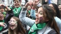 """""""San Videla: nos das una manito con estas nenitas fanáticas del pañuelito verde que ni siquiera se puede debatir?, colocó en su posteo el docente. (Archivo)"""