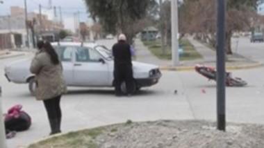 El conductor del rodado bajó corriendo a ayudar a la persona herida.