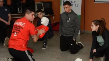 Los jóvenes se interesaron por el programa RCP en las escuelas.