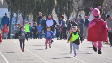 En su día, niños y niñas corrieron en la segunda fecha del torneo de Mini Atletismo solidario.