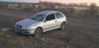 El auto volcó a la altura del barrio Los Pinos (foto @TerrazaIngrid)