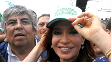 Como los viejos tiempo. Cristina y Hugo Moyano se volverán a ver las caras este viernes en un acto. (Archivo)
