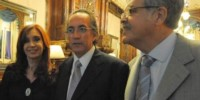 Oscar Thomas, ex directivo de Yacyretá junto a la expresidenta Cristina y el exministro Julio De Vido.(Archivo)