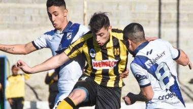 Como local en su cancha auxiliar, Guillermo Brown le ganó el clásico a Deportivo Madryn, por 2 a 1.