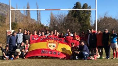 Foto grupal de La Española y Huemules Lago Puelo RC. Ahora el equipo de Trelew se prepara para jugar un torneo de Intermedias en septiembre.