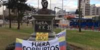 Antes de ser retirado por el alcalde de Quito, el busto fue repudiado por los ecuatorianos.