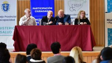 Mesa de debate.  Representantes de diversas organizaciones públicas y privadas se dieron cita a la jornada.