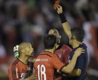 26/11/2015. Minuto 91. River empataba 2-2 con Huracán, quedaba afuera de la Sudamericana y Carlos Sánchez vio la roja directa por agredir a un alcanzapelotas.