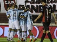 """""""Pol"""" Fernández, Centurión de penal, y Cuadra, le dieron la victoria a Racing en Paraná."""