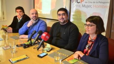 Agenda. Organizadores y funcionarios del área de Cultura municipal y provincial  presentaron la 4ª edición del Festival Internacional del Cine.