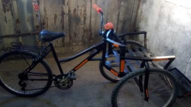 Buena iniciativa. El prototipo de silla adaptada fue ideado y construido por los desocupados.