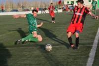 En un entretenido partido, Independiente y Dolavon igualaron en dos tantos.