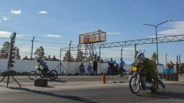 """En una tarde calurosa, los pilotos pusieron a fondo sus máquinas en la recta principal del """"Mar y Valle""""."""