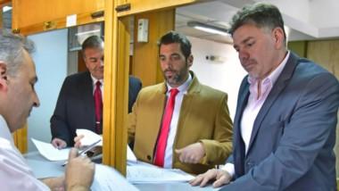 Abogados. Stampone (en el medio) y Martínez, a la derecha, los letrados de la Fiscalía de Estado.