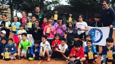 Unos 70 chicos disfrutaron del torneo Regional de tenis infantil en el Club Cipolletti el fin de semana.