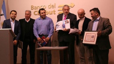 Julio Ramírez, titular de la entidad, encabezó la presentación del premio.