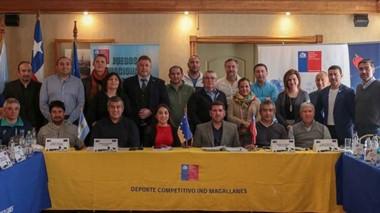 Walter Ñonquepán, junto a sus pares de la Patagonia argentina-chilena, abocados a la organización de la próxima edición, en noviembre.