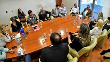 La reunión de ayer del ministro de la Familia con los diputados por la emergencia alimentaria de los chicos.