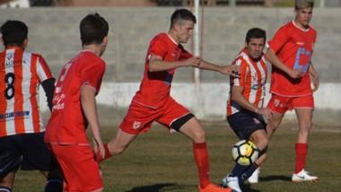"""El """"Globo"""" y la """"Academia"""" jugaron entre sí el miércoles en Trelew en este torneo a beneficio de Rubén Darío."""