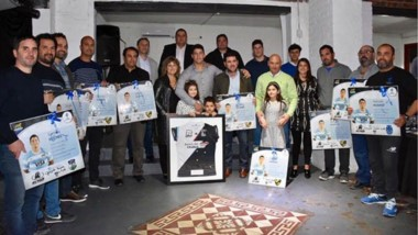 El agasajo fue para Gonzalo, pero él y su familia retribuyeron el gesto entregando cuadros a las distintas instituciones y/o entrenadores.