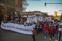 La marcha por la universidad pública en el centro de Trelew. (Foto: Sergio Esparza / Jornada)