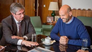 Acuerdo. ONgarato (izquierda) y Dietrich discutieron el proyecto.