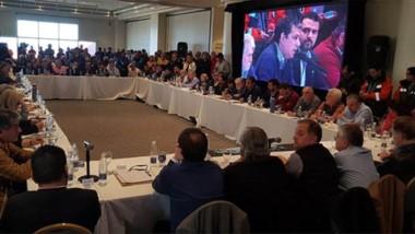 El intendente de Comodoro, Carlos Linares, fue el anfitrión en la cumbre contra los recortes de Nación.