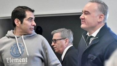 Trío. Desde la izquierda, Lüters, el juez Piñeda y el defensor Benítez minutos antes de comenzar su declaración, muy temprano en Rawson.