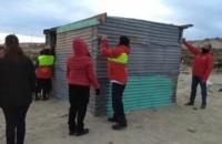 Desarmado. Una postal del trabajo oficial para evitar un asentamiento ilegal en Puerto Madryn.