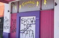 """""""Basta"""". El frente del cabaret que fue allanado y que generó una nueva condena por trata y explotación. (foto: El Patagónico / Diario Uno)"""