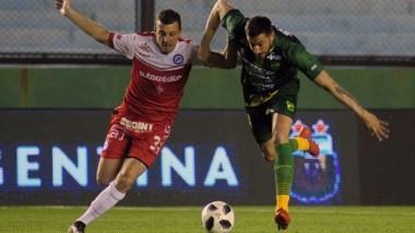 Argentinos Juniors recibe a Godoy Cruz. El Bicho debutó con derrota ante Gimnasia; en cambio el Tomba venció a Estudiantes.
