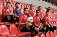 Los jugadores de Independiente posaron hoy con el conjunto titular de la nueva temporada.