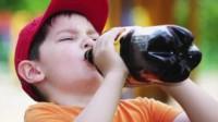 Las jovencitas de 13 y 14 años de edad colocaron el viagra en la bebida sin que el joven lo sospechara.
