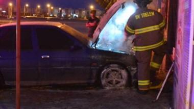 El vehículo se encontraba sobre la calle Nahuelpán y el fuego fue rápidamente apagado por los Bomberos.