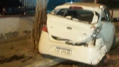 Estado en el que quedó uno de los autos afectados por el choque (foto @ADNSur)