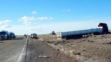 El suceso se dio entre los camiones que iban en una recta al sur de Garayalde, informó la Policía del Chubut.