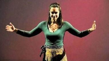 La actriz italiana Ilaria Gelmi se presenta hoy en Trelew con dos obras.
