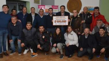 Se llevó a cabo un acto ayer en las instalaciones de la Liga del Valle para entregar a la familia la recaudación del dinero en la Copa Amistad.