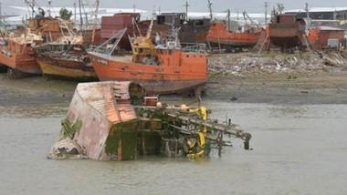 Agua. Avanzan las gestiones para retirar la embarcación de la zona.