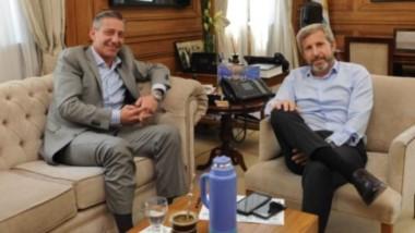"""Arcioni se reunió con Frigerio y defendió """"derechos adquiridos"""" de la Patagonia."""