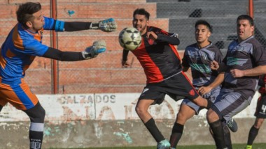 Gaiman FC y  Ever Ready, en el inicio de la tercera fecha del torneo, igualaron 1-1 en la Villa Deportiva ayer.