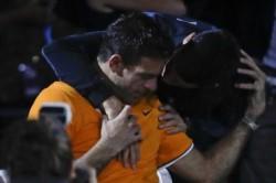 Del Potro pasó de las lágrimas al emotivo consuelo de Novak Djokovic, tras la final del US Open.