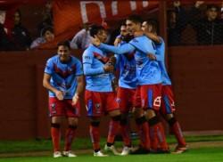El equipo de Adrogué llega de eliminar por penales a Independiente.