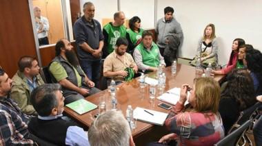 Angustia. Víctimas del ajuste, los trabajadores de Agricultura Familiar reclamaron con los diputados.
