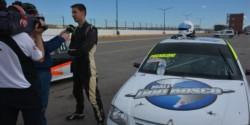Tomas Pugnaloni, del equipo NS Sport del portuario Nelson Sastre, probó ayer  el auto que tendrá en pista.