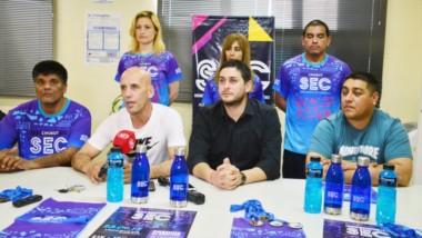 La presentación en conferencia de prensa. Leandro Manquillan junto al subsecretario del gremio y algunos de los afiliados del Sindicato de Empleados de Comercio.