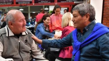 """""""Mingo"""" Malvárez (derecha) sigue disfrutando del boxeo, con su experiencia recorre la provincia."""