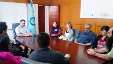Encuentro. El ministro presidió la mesa con el grupo de despedidos.