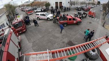 Servidores públicos. Los bomberos reclamaron en la capital y lograron compromisos del Gobierno.